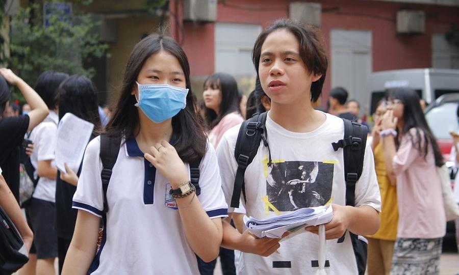 Hơn 3.500 học sinh cạnh tranh suất vào hai trường chuyên
