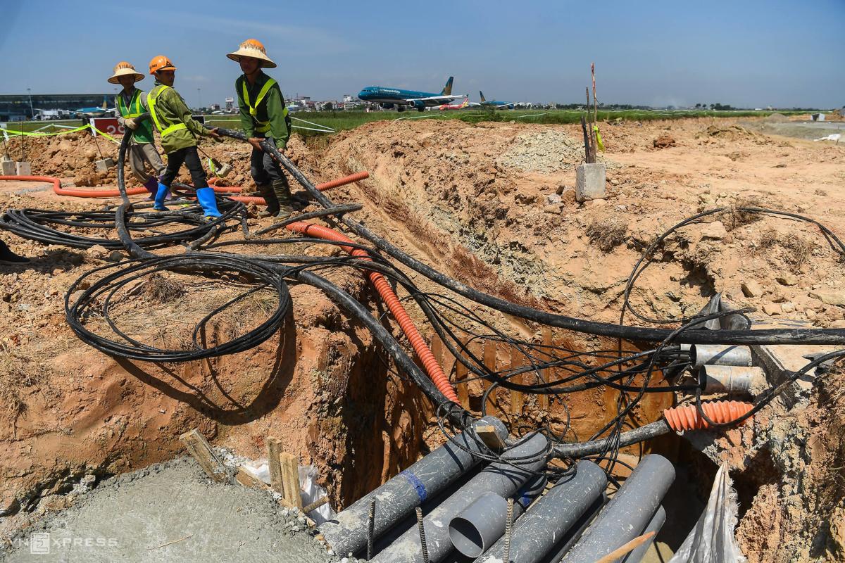 Công trường cải tạo đường băng sân bay Nội Bài