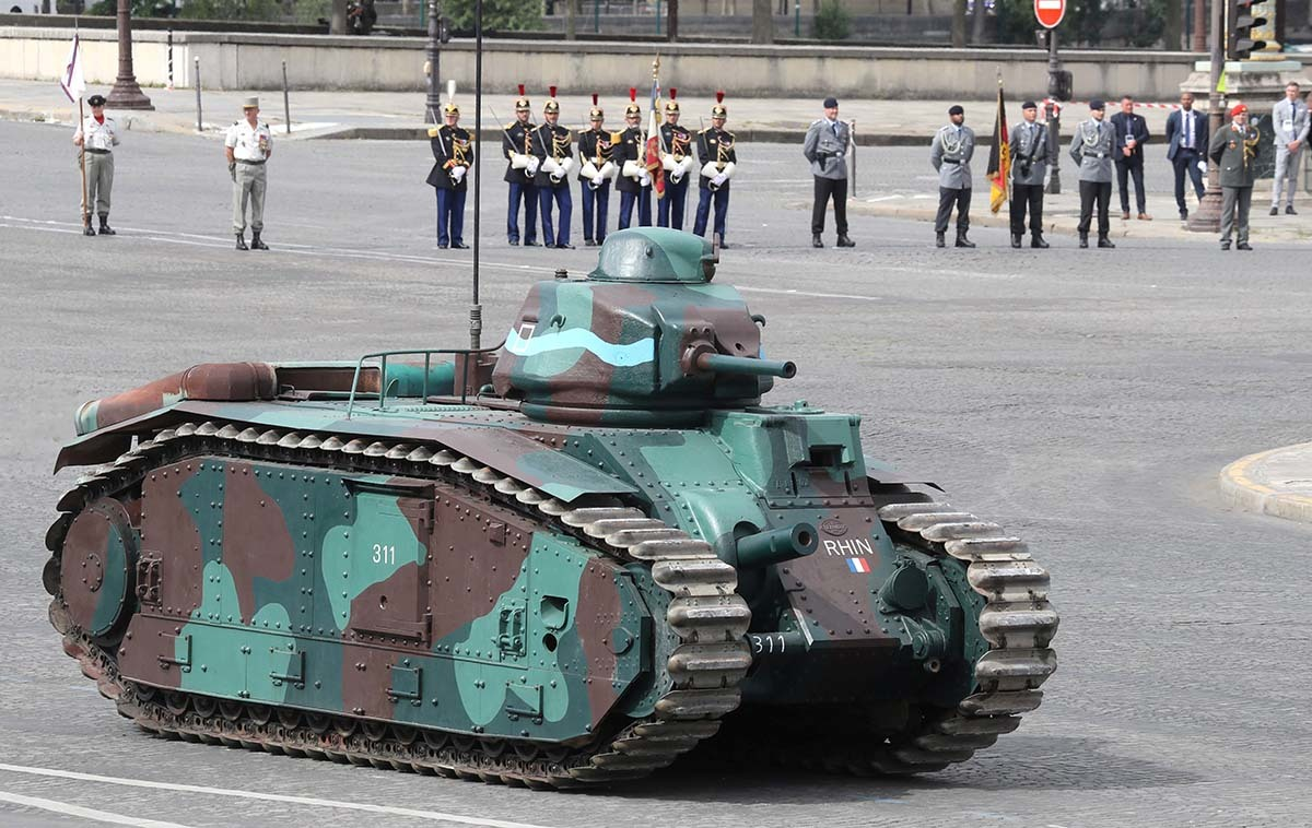 Pháp duyệt binh mừng quốc khánh giữa Covid-19