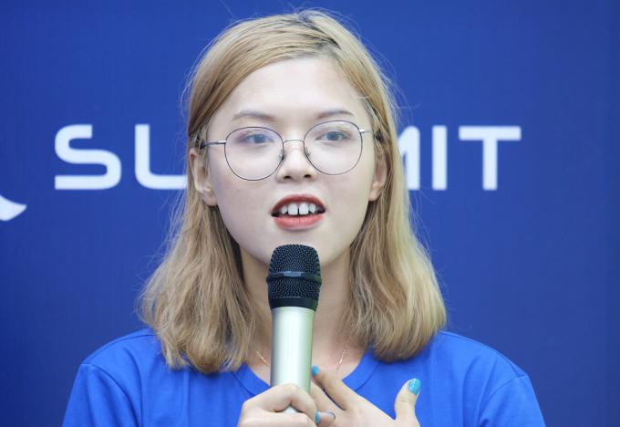 Thuỳ Dung chia sẻ tại Summit College Fair 2020 diễn ra hôm 12/7. Ảnh: Dương Tâm.
