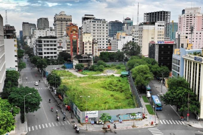 Khu đất 2-4-6 Hai Bà Trưng một trong nhiều khu đất vàng bị rơi vào tay các doanh nghiệp dư nhân do sai phạm của các lãnh đạo Bộ, TP HCM. Ảnh: Hữu Khoa.
