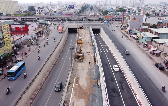 Hầm chui An Sương đã thông xe cả hai nhánh hầm N1 và N2. Ảnh: Hạ Giang.
