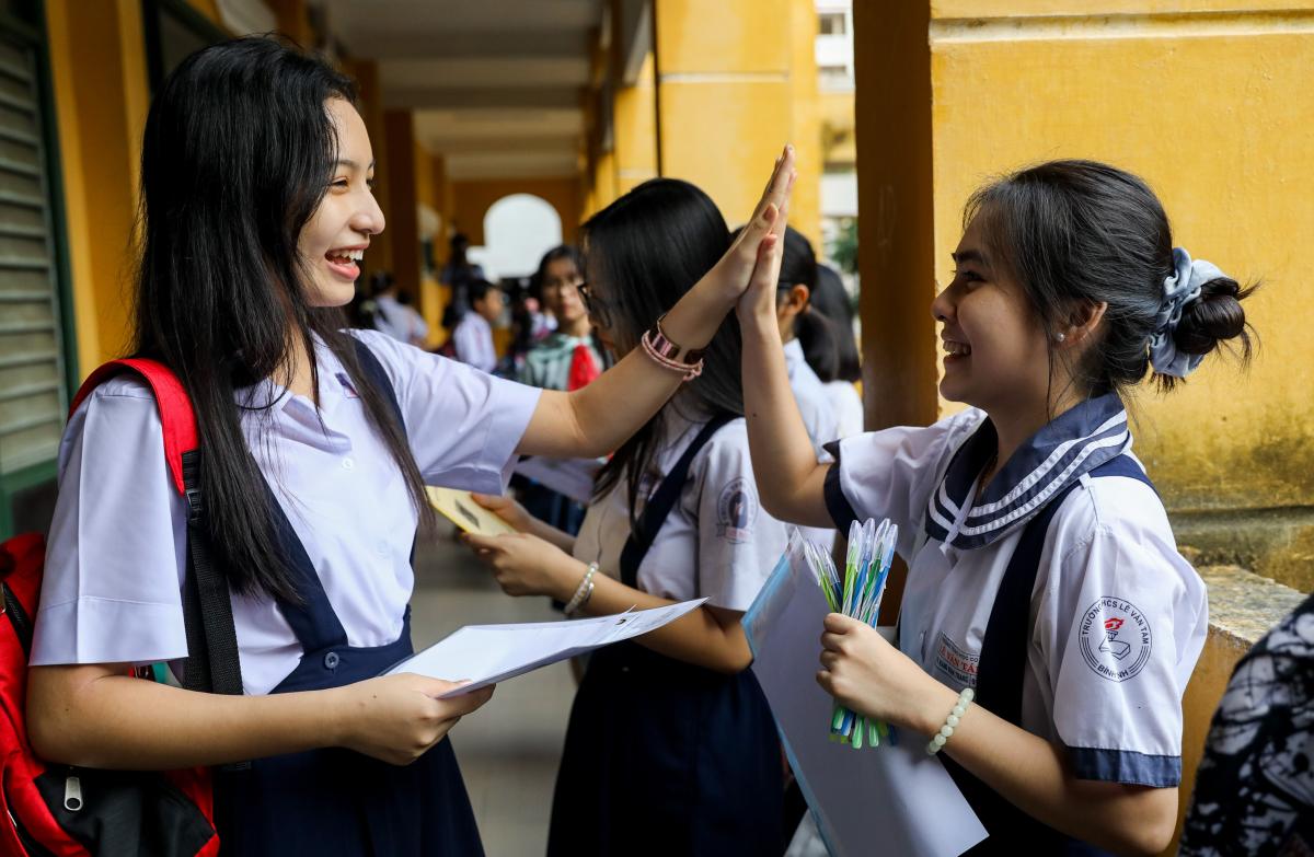 Học sinh TP HCM trước giờ thi vào lớp 10 công lập