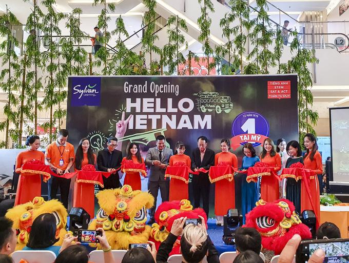 Sylvan Learning Việt Nam cắt băng khánh thành trong sự kiện ra mắt chính thức.