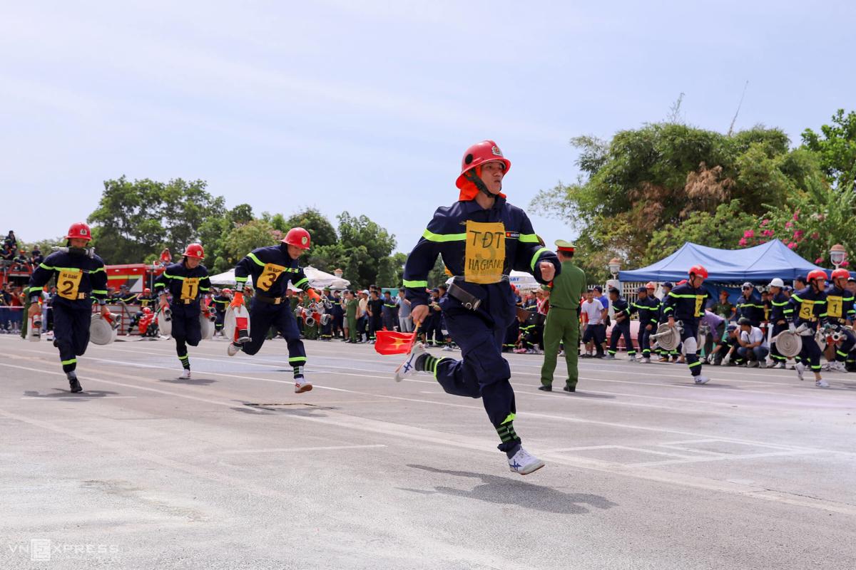 Lính cứu hoả 23 tỉnh thành thi tài