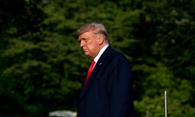 Tổng thống Donald Trump tại bãi cỏ phía nam Nhà Trắng, hôm 15/7. Ảnh: NYTimes.