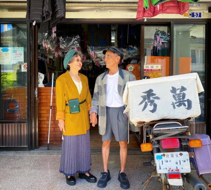 Ông bà chủ tiệm giặt ủi trở thành biểu tượng thời trang - 10