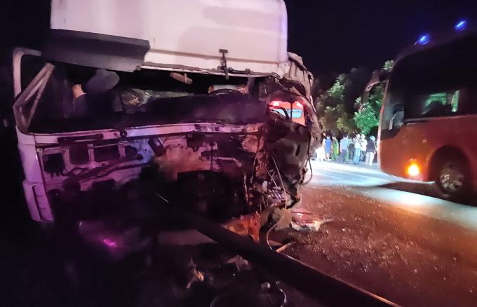 Một trong hai xe bị nạn sáng nay. Ảnh: Nguyễn Quốc.