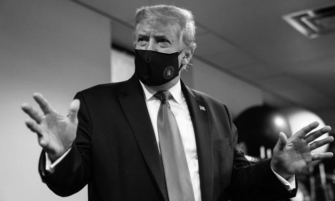 Ảnh Trump đeo khẩu trang được ông đăng hôm 20/7. Ảnh: Twitter/Donald J. Trump.