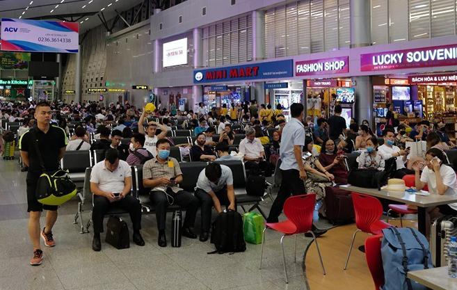 Hành khách đi máy bay tăng mạnh