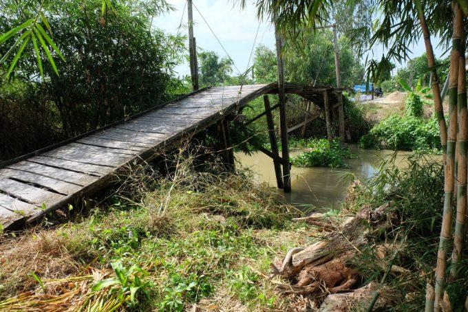 Cây cầu cũ tại ấp Lân Quới 1, xã Thạnh Mỹ, huyện Vĩnh Thạnh. Cầu Hy vọng đã thay thế cầu này.