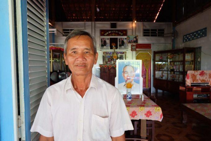 61 năm sống ở ấp Thạnh Hưng là bấy nhiêu thời gian ông Lê Văn Sáu tìm cách loay hoay đi qua dòng kênh.