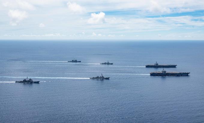 Hai nhóm tàu sân bay Mỹ diễn tập trên Biển Đông hôm 17/7. Ảnh: US Navy.