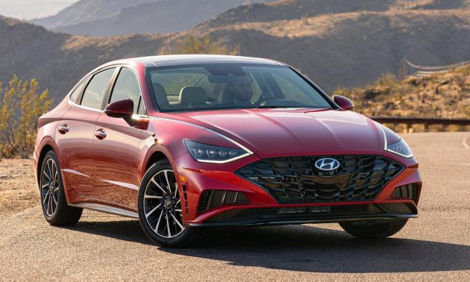 Sonata 2021 bản cao cấp dùng bộ vành lớn hơn bản tiêu chuẩn. Ảnh: Hyundai