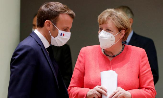 Tổng thống Pháp Emmanuel Macron (trái) và Thủ tướng Đức Angela Merkel tại hội nghị ở Brussels, Bỉ, cuối tuần qua. Ảnh: Reuters.