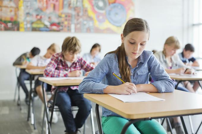 Bài thi TOEFL kiểm tra 4 kỹ năng: Nghe, nói, đọc và viết tiếng Anh.