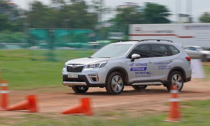 Subaru Forester trong một chương trình off-road tại TP HCM. Ảnh: MIV