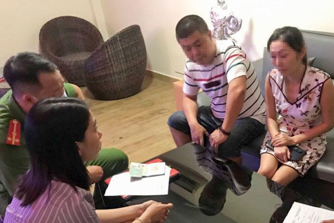 Một nhóm người Trung Quốc bị phát hiện nhập cảnh trái phép ở Đà Nẵng. Ảnh: Đông Chi.