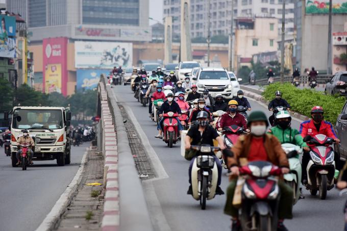 Thành phố đề nghị người dân đeo khẩu trang ở những nơi công cộng đông người để phòng dịch Covid-19. Ảnh: Giang Huy.