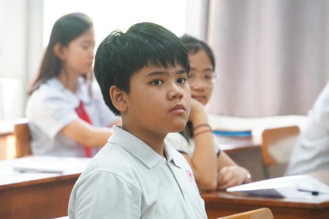 Thí sinh nghe quy chế trong phòng thi tại trường THPT chuyên Trần Đại Nghĩa trước giờ phát đề. Ảnh: Mạnh Tùng.