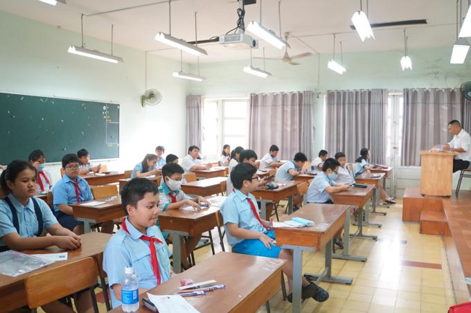Điểm thi trường THPT chuyên Trần Đại Nghĩa có 32 phòng thi, mỗi phòng có 24 thí sinh. Ảnh: Mạnh Tùng.