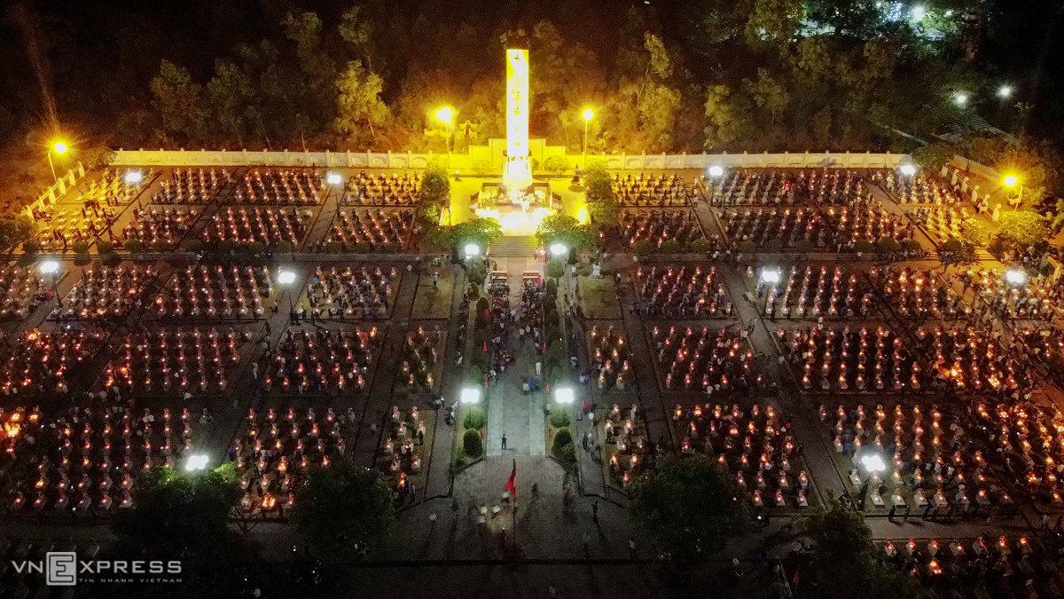 Hàng nghìn người thắp nến tri ân liệt sĩ