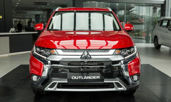 Outlander 2.4 Premium 2020 thay đổi thiết kế ngoại thất giống các bản 2.0. Ảnh: Mitsubishi