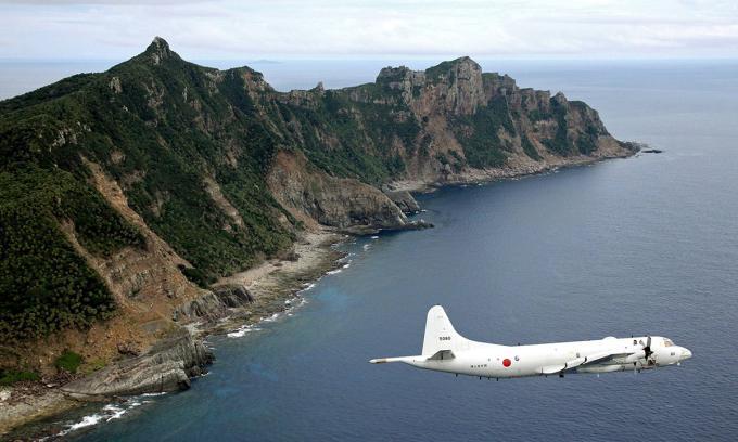 Máy bay của Lực lượng Phòng vệ Nhật Bản tuần tra trên quần đảo tranh chấp Senkaku hồi năm 2011. Ảnh: AP.