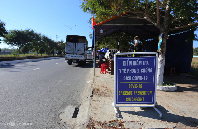 Người từ Đà Nẵng về Hà Nội vọt lên trên 32.000; Quảng Nam cách ly xã hội 4 huyện và 1 thị xã - Ảnh 1.