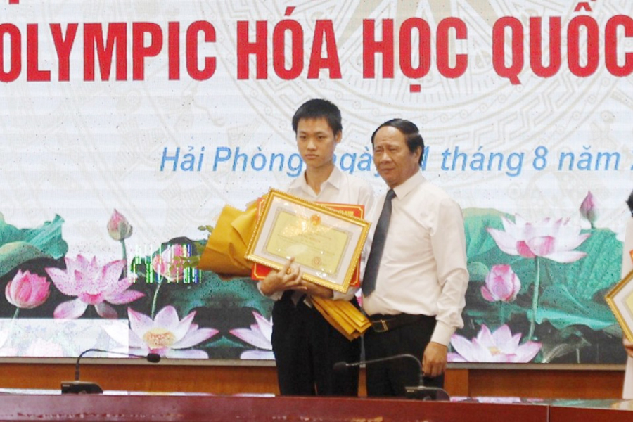 Nam sinh giành huy chương vàng Hóa được thưởng 500 triệu đồng