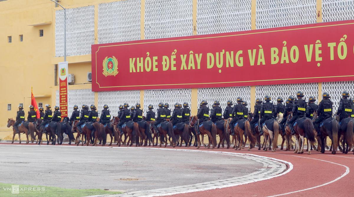 Kỵ binh biểu diễn tại hội khỏe ngành công an