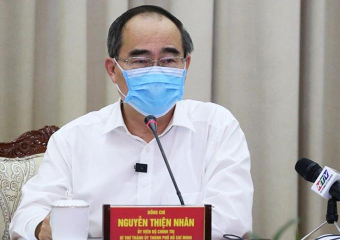Bí thư Thành uỷ TP HCM Nguyễn Thiện Nhân phát biểu tại cuộc họp chiều 3/8. Ảnh: Trung tâm báo chí TP HCM.