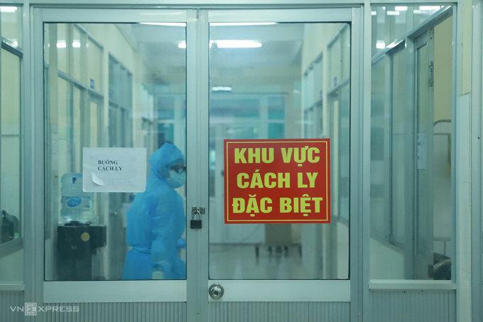 Cuộc chiến với Covid-19 của vợ chồng nhân viên y tế ngay giữa tâm dịch Đà Nẵng