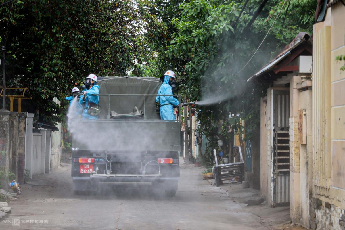 6 xe đặc chủng phun khử khuẩn toàn quận Sơn Trà