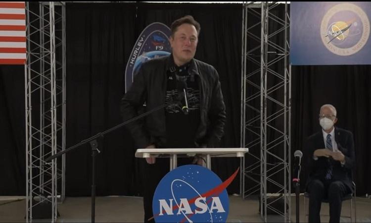 Elon Musk cầu nguyện để tàu SpaceX hạ cánh thành công