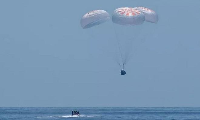 Phi hành gia mô tả giây phút tàu SpaceX đáp xuống biển