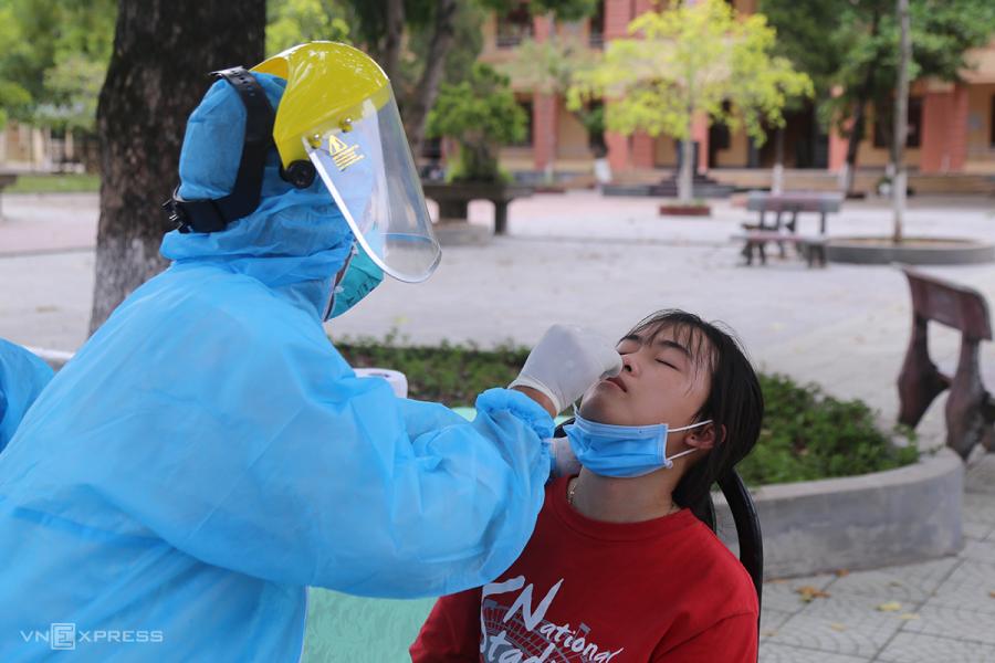 Xét nghiệm nCoV cho 246 học sinh về từ vùng dịch
