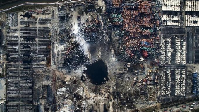 Hiện trường sau vụ nổ tại kho lưu trữ chất hóa học ở Thiên Tân năm 2015. Ảnh: World Photo Press.