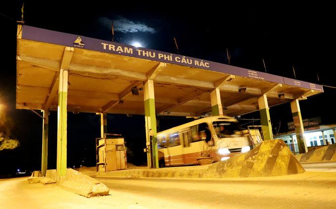 Trạm thu phí Cầu Rác ở huyện Cẩm Xuyên bỏ hoang hơn một năm nay. Ảnh: Đức Hùng