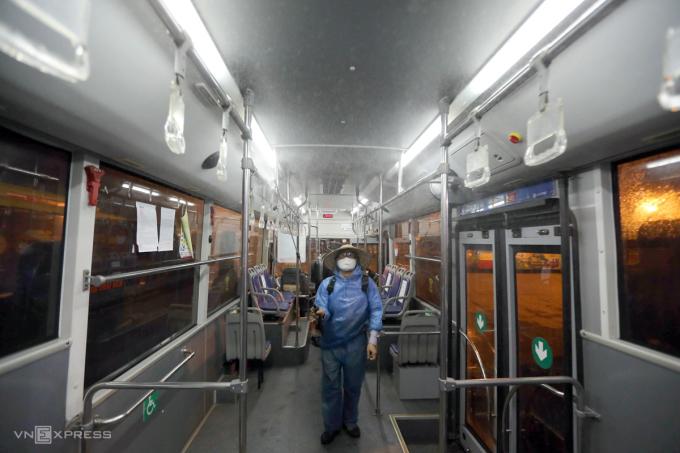 Hà Nội cách ly ban giám đốc xí nghiệp xe buýt