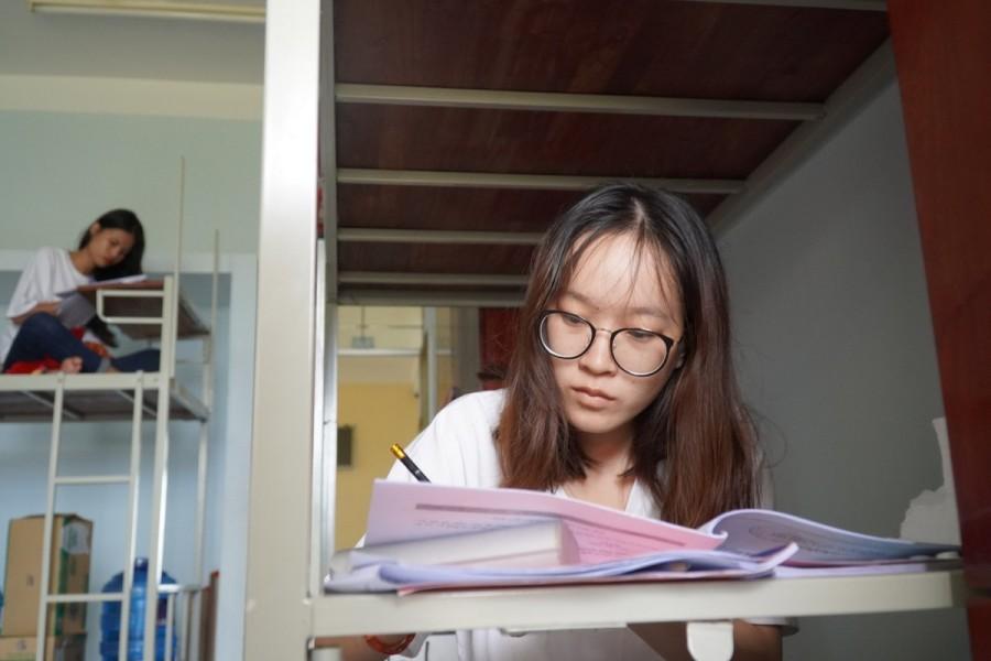 Học sinh đảo Phú Quý vào đất liền thi THPT