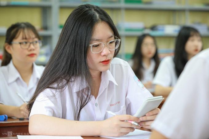 Học sinh trường Trí Đức, Hà Nội, tập trung ôn luyện cho kỳ thi tốt nghiệp. Ảnh: Ngọc Thành.
