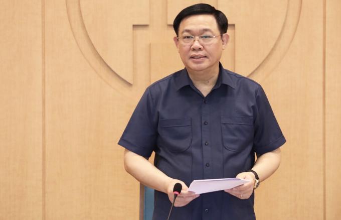 Bí thư Thành uỷ Hà Nội Vương Đình Huệ phát biểu tại cuộc họp trực tuyến chiều 6/8. Ảnh: Thành Chung.