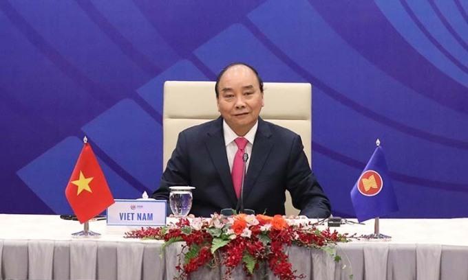 Thủ tướng Nguyễn Xuân Phúc chủ trì Hội nghị Cấp cao Đặc biệt ASEAN +3 về ứng phó Covid-19 hồi tháng 4. Ảnh: BNG.