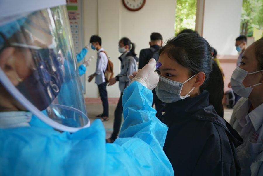 Hơn 350 học sinh Quảng Ngãi phải dừng thi