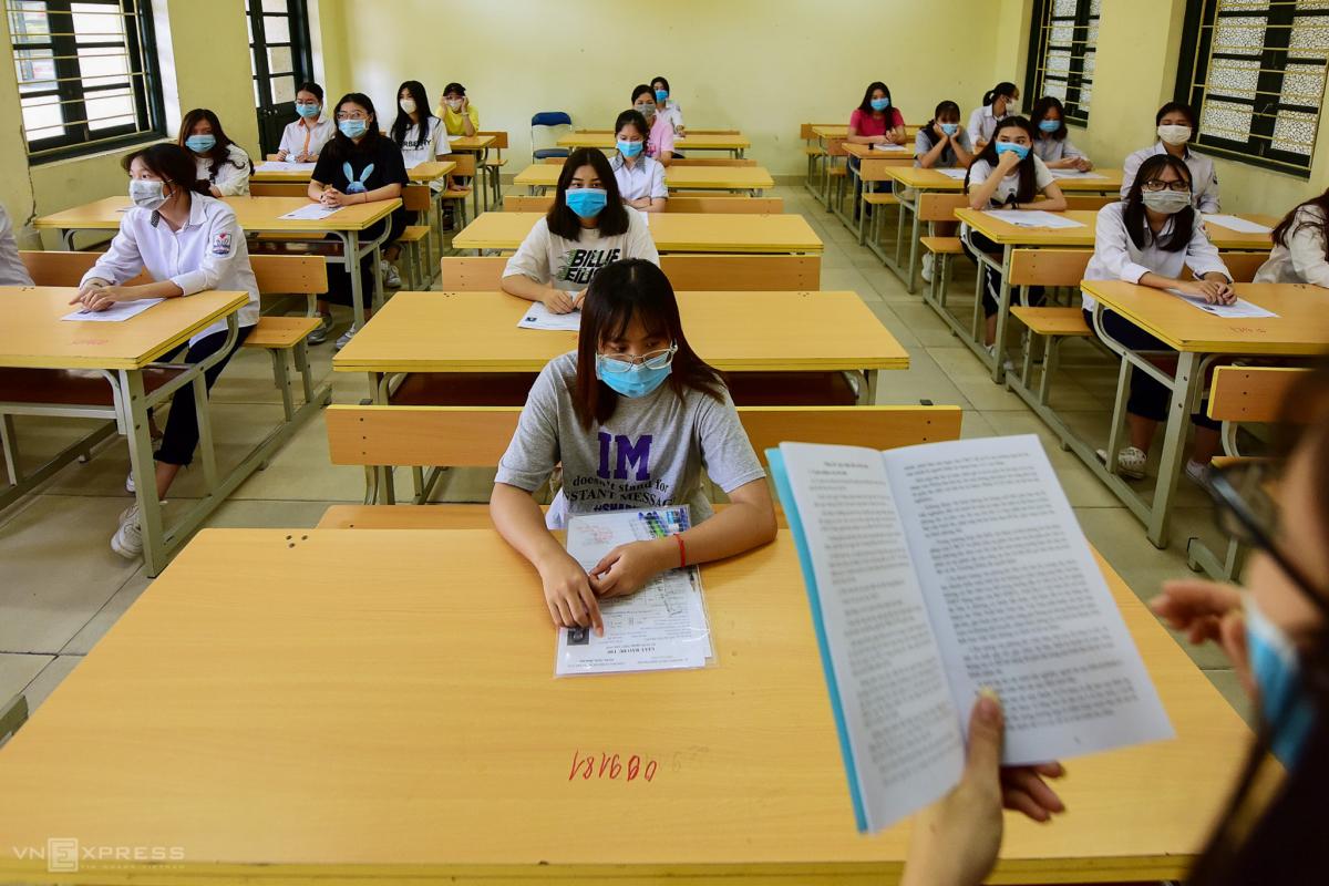 Thí sinh làm thủ tục thi tốt nghiệp THPT