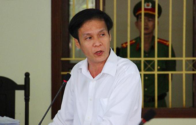 Cựu luật sư tự bào chữa cho mình trong phiên tòa năm 2018. Ảnh: Hoàng Nam.
