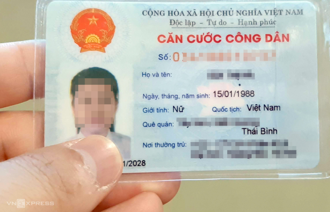 Thẻ căn cước công dân hiện nay được thiết kế bằng thẻ nhựa có chứa khoảng 20 thông tin. Ảnh: Phương Sơn