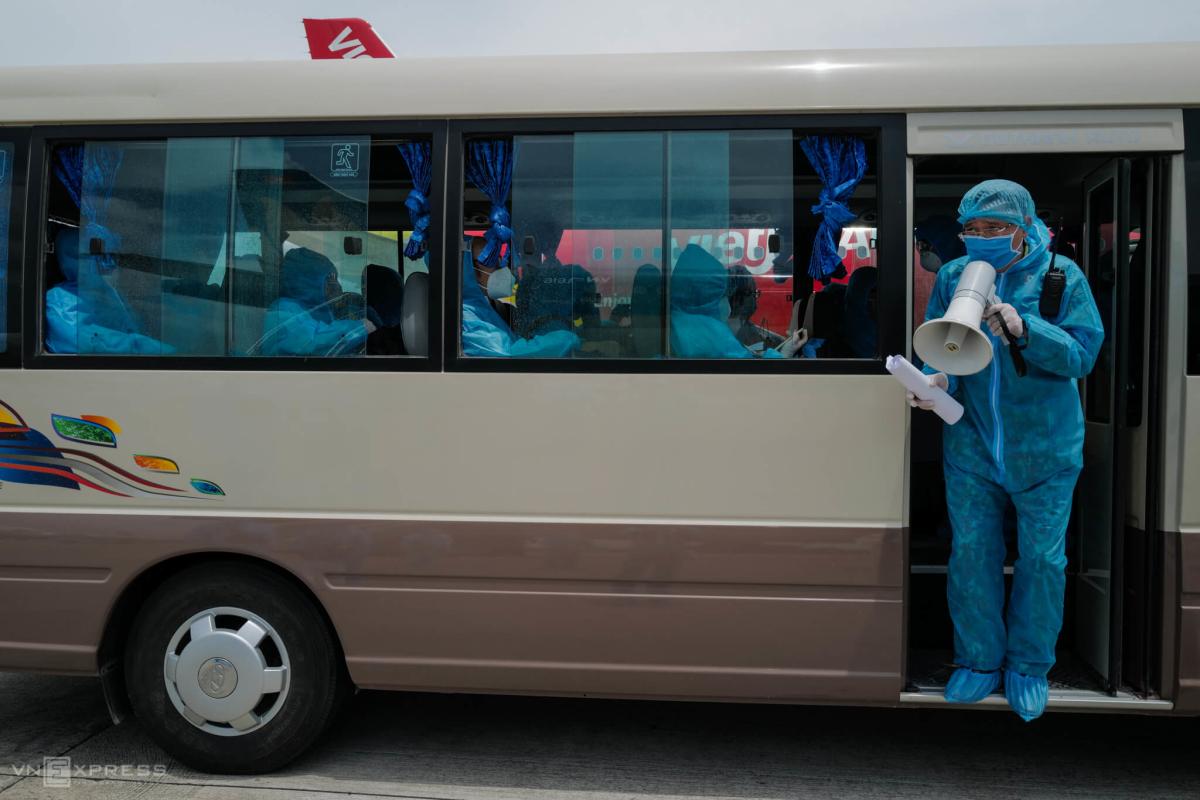800 người mắc kẹt ở Đà Nẵng về Hà Nội