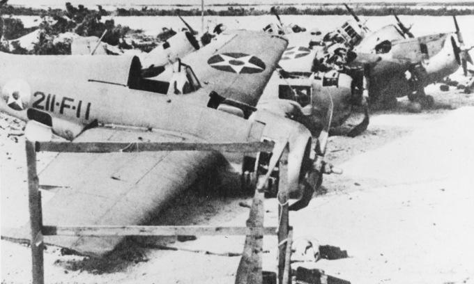 Xác máy bay Mỹ sau khi Nhật chiếm được đảo Wake. Ảnh: US Navy.
